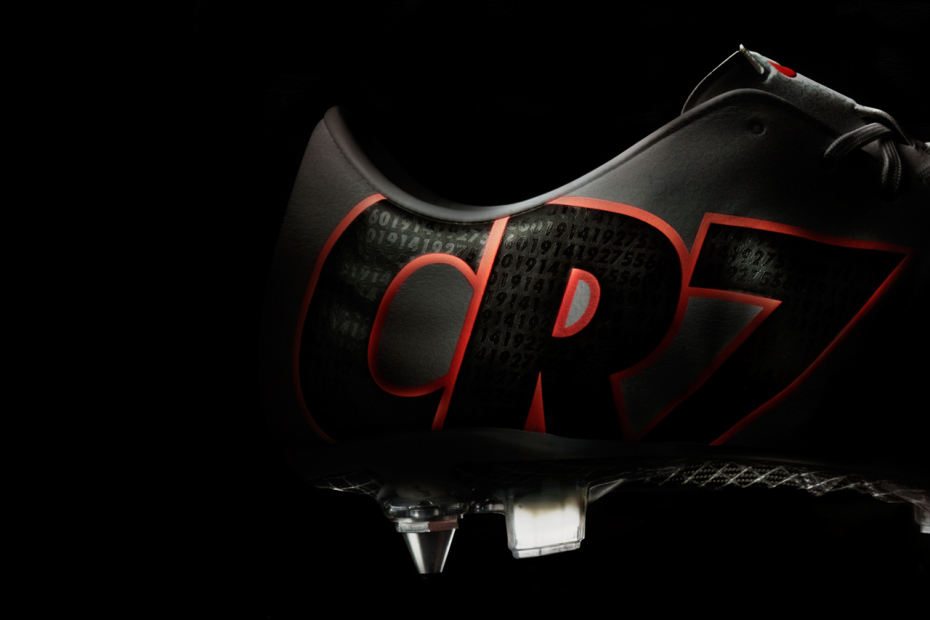 nike-celebrates-all-of-cristiano-ronaldos-achievements-last-season-in-this-cr-mercurial-ix-2