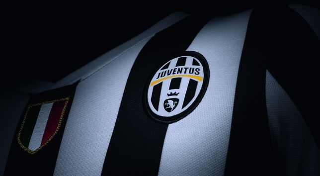 juventus-home-shirt-2013-14-crest