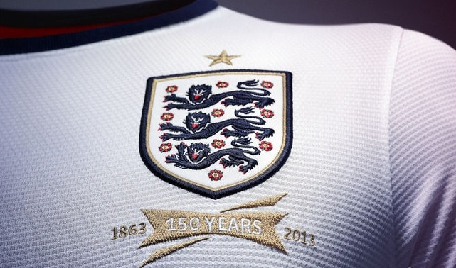 nike-england-home-shirt-2013-crest